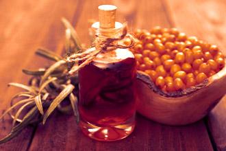Облепиховое масло - главный компонент свечей от геморроя при беременности