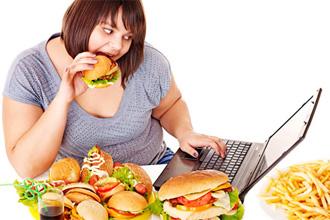 Регулярное переедание является фактором риска развития заболевания